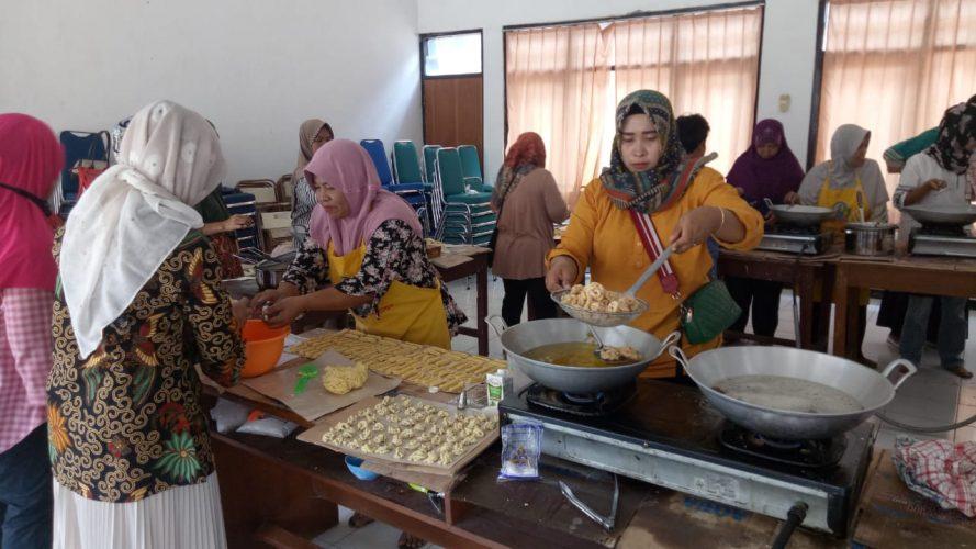 Pelatihan Pembuatan Kue Kering dibiayai Dana Kelurahan 2019